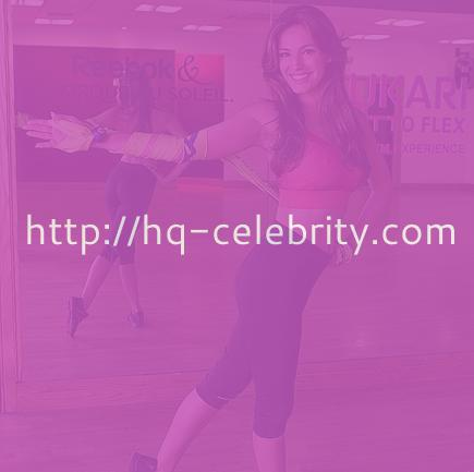 Kelly Brook works out   looks crazy hot