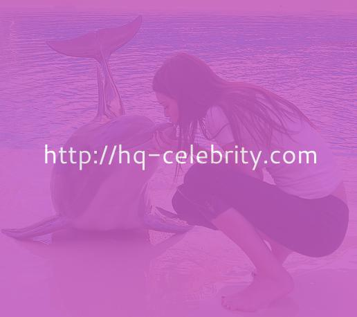 Kendall Jenner and a dolphin in Las Vegas.