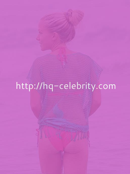 Kendra Wilkinson Without Makeup At The Beach