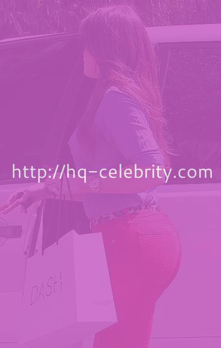 Khloe Kardashian shows off her bra
