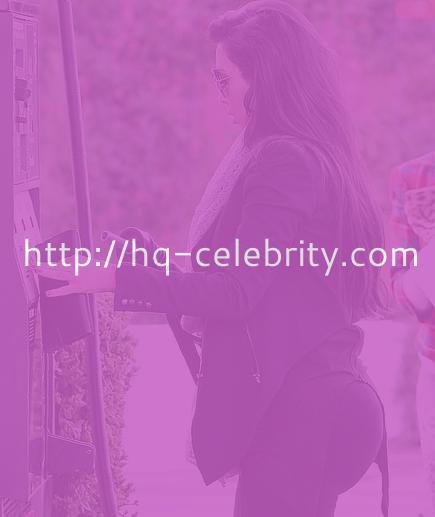 Kim Kardashian pumps her own gas?