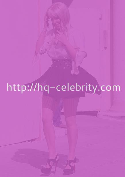 Kim Kardashian rocks a blond wig