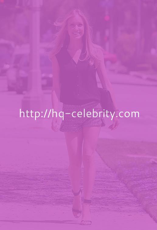 Kristin Cavallari Takes A Stroll In Beverly Hills