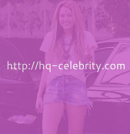 Miley Cyrus on Miley Cyrus Flashes The Peace Sign   Hq Celebrity