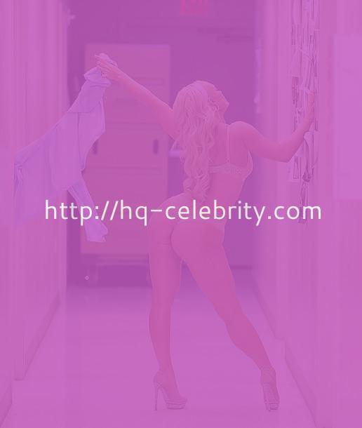 Nicole Coco Austin And Her Peepshow