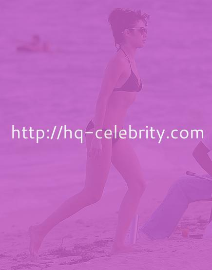 Sexy bikini pics of Olga Kurylenko in Miami.