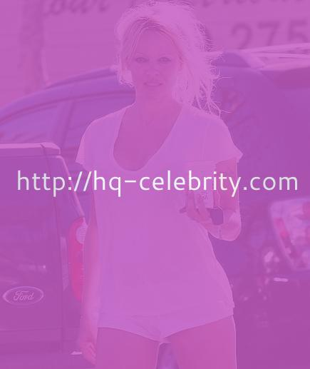 Pamela Anderson is still hot without makeup