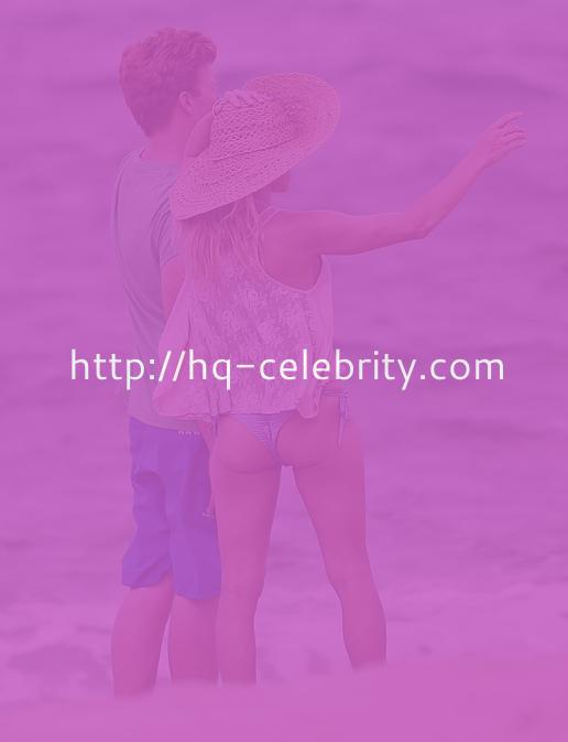 Pamela Anderson looks gorgeous on the beaches of Maui.