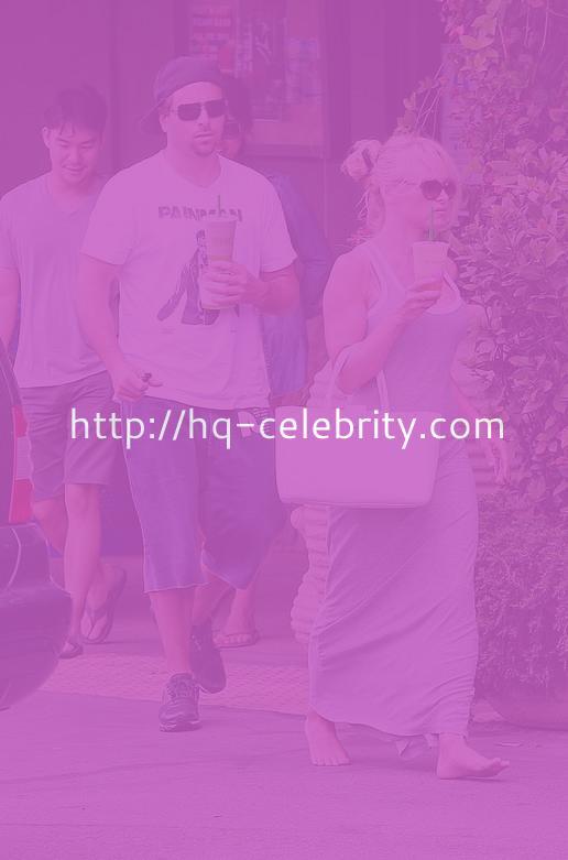 Pamela Anderson Barefoot In Malibu