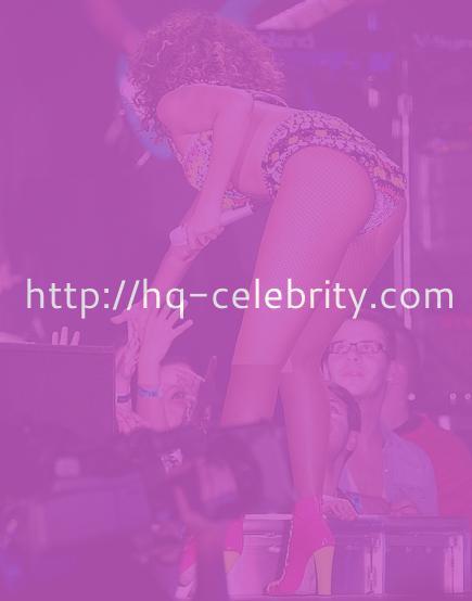 Sexy new performance shots of Rihanna
