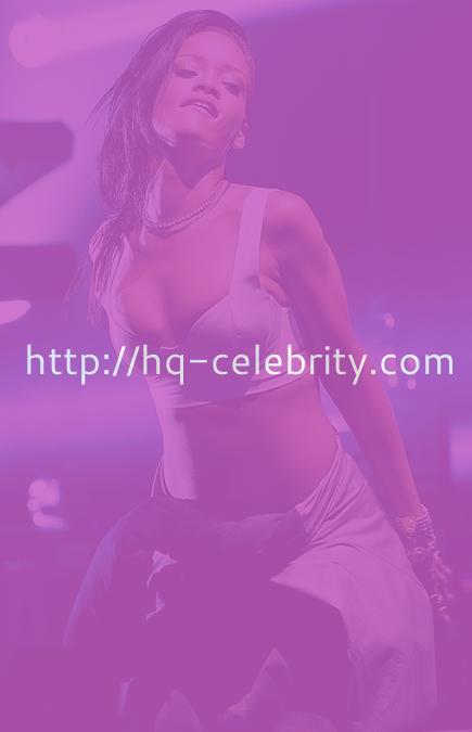 Sexy Rihanna concert pics from Toronto.