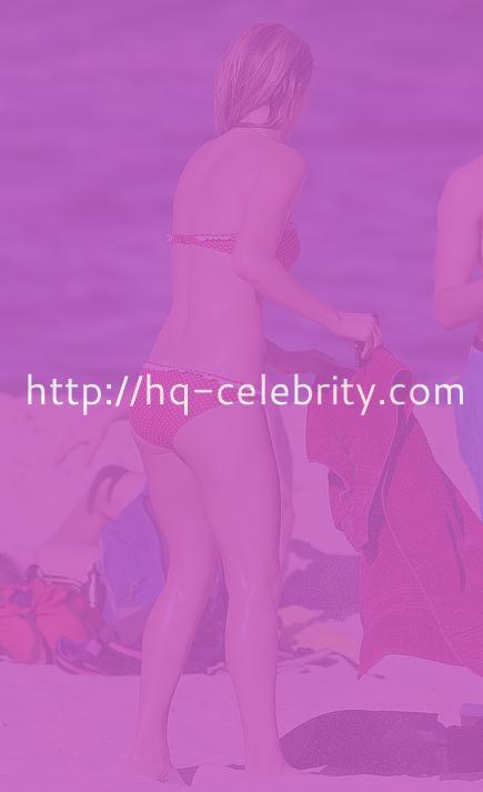 Sexy bikini pics of gorgeous Samara Weaving.