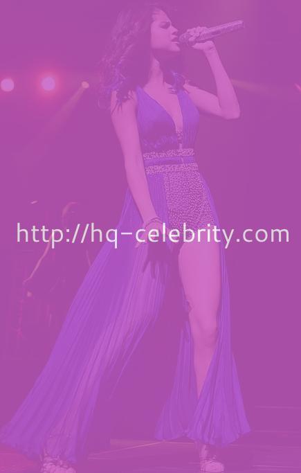 Sexy Selena Gomez in recent performance pics
