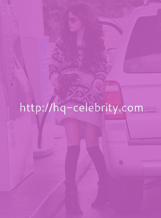 Selena Gomez Shows off her Legs in an Oversized Sweater.
