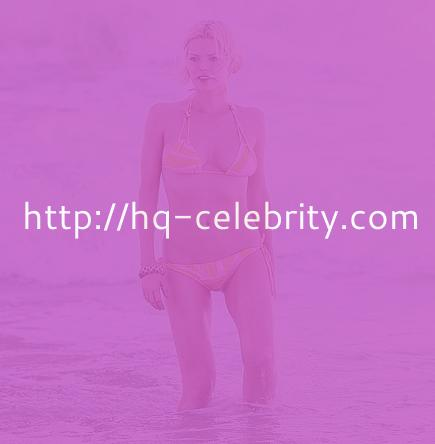 Sophie Monk shows her curvy shape
