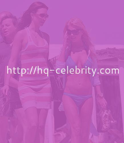 The bikini babe Tara Reid