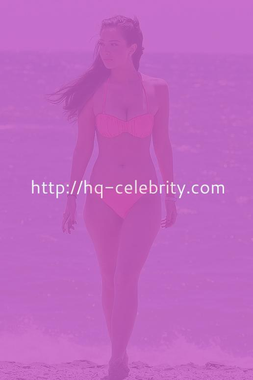 Tulisa Contostavlos Shows Off Her Body In A Sexy Bikini
