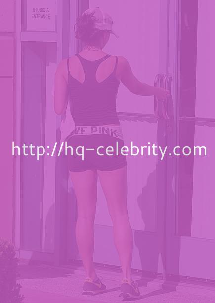 tn vanessa hudgens 2 Vanessa Hudgens hits the gym, looks hot. No one is surprised.