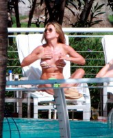 Jennifer Anistons bikini at Miami Beach
