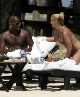HQ Pictures of Anastacia on the Beach