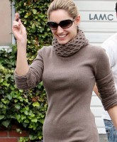 Kelly Brooks tight Sweater Show