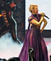 Kylie Minogue opens World Tour for album X