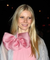 Gwyneth Paltrows cute bow