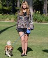 Mischa Barton shows Long Legs