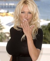 Blonder Photocall with Pamela Anderson