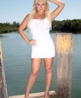 Brooke Hogan wants you to come hither in Miami