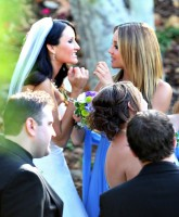 Amanda Bynes is a beautiful bridesmaid