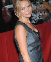 Becki Newton showed cleavage