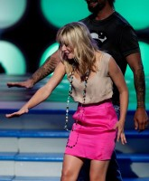 Kristen Bell and Josh Holloway on stage