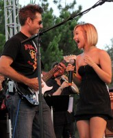 Hayden Panettiere sings in little Strapless Dress