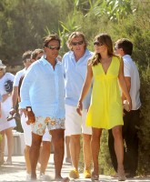 Elizabeth Hurley in yellow