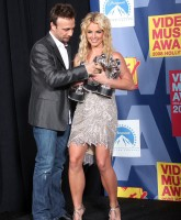Britney Spears receives award on VMA