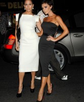 Victoria Beckham and Jennifer Lopez posing together