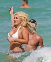 Brooke Hogan on the beach