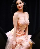 Dita Von Teese launches new Wonderbra