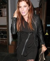 Sandra Bullock shows pantyhose