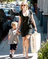 Reese Witherspoon shopping with son