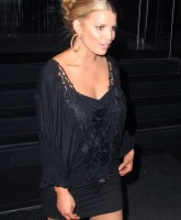 Jessica Simpson is all black