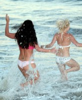 Britney Spears Underwear Beach 10.jpg