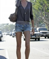 Gisele Bundchen in shorts