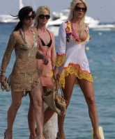 Victoria Silvstedt has an amazing Cleavage