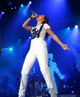 Alicia Keys tight T shirt