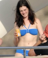 Anne Hathaway Hot in a Bikini