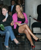 Mariah Carey shows off her Legs