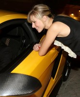Heroes Hayden Panattiere and Kristen Bell love Men and Cars