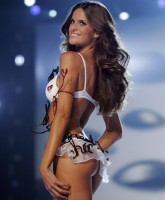 Isabel Goulart is all wired up